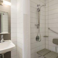 Отель Travelodge Hotel by Wyndham Montreal Centre Канада, Монреаль - отзывы, цены и фото номеров - забронировать отель Travelodge Hotel by Wyndham Montreal Centre онлайн ванная