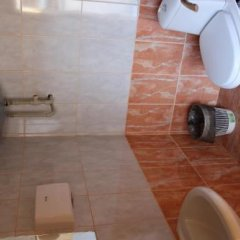 Гостиница irisHotels Mariupol Украина, Мариуполь - 1 отзыв об отеле, цены и фото номеров - забронировать гостиницу irisHotels Mariupol онлайн ванная