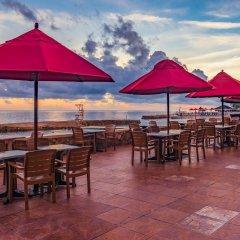 Отель Royal Decameron Club Caribbean Resort - ALL INCLUSIVE Ямайка, Монастырь - отзывы, цены и фото номеров - забронировать отель Royal Decameron Club Caribbean Resort - ALL INCLUSIVE онлайн гостиничный бар