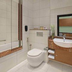 Отель DoubleTree by Hilton Hotel and Residences Dubai Al Barsha ОАЭ, Дубай - 1 отзыв об отеле, цены и фото номеров - забронировать отель DoubleTree by Hilton Hotel and Residences Dubai Al Barsha онлайн ванная фото 2