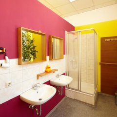 Отель LaLeLu Hostel Германия, Дрезден - 1 отзыв об отеле, цены и фото номеров - забронировать отель LaLeLu Hostel онлайн ванная