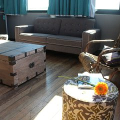 Отель Bunk Backpackers комната для гостей