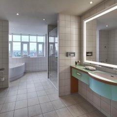 Отель Hilton Cologne Германия, Кёльн - 3 отзыва об отеле, цены и фото номеров - забронировать отель Hilton Cologne онлайн ванная