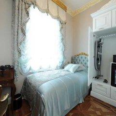 Отель Maroonist Rooms сейф в номере