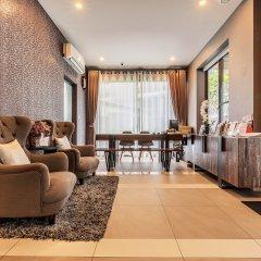 Отель Like Sukhumvit 16 Бангкок интерьер отеля