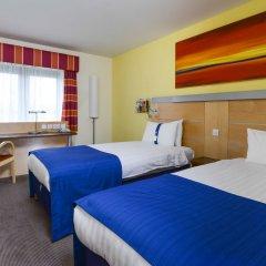 Отель Holiday Inn Express Edinburgh Royal Mile Великобритания, Эдинбург - 1 отзыв об отеле, цены и фото номеров - забронировать отель Holiday Inn Express Edinburgh Royal Mile онлайн комната для гостей фото 4