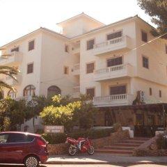 Отель Apartamentos La Cabanya парковка