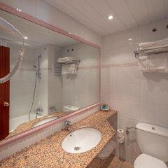 Отель Hostal Gallet Испания, Курорт Росес - отзывы, цены и фото номеров - забронировать отель Hostal Gallet онлайн ванная