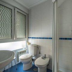 Отель Hostal Liebana Испания, Сантандер - отзывы, цены и фото номеров - забронировать отель Hostal Liebana онлайн ванная фото 2