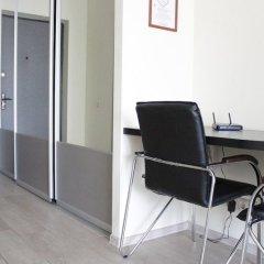 Апартаменты LOFT STUDIO Oktyabrya 52 удобства в номере фото 2
