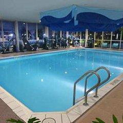 Отель Hilton Newark Airport США, Элизабет - отзывы, цены и фото номеров - забронировать отель Hilton Newark Airport онлайн фитнесс-зал фото 3