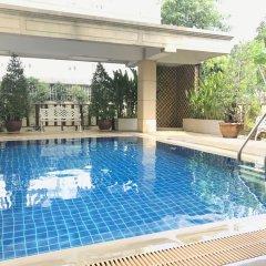 Отель 14 Place Sukhumvit Suites Бангкок бассейн