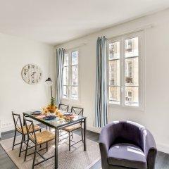 Отель Louvre - Saint Honore Area Apartment Франция, Париж - отзывы, цены и фото номеров - забронировать отель Louvre - Saint Honore Area Apartment онлайн комната для гостей фото 3