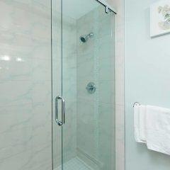 Отель Private and Cozy Home in Kerrisdale Канада, Ванкувер - отзывы, цены и фото номеров - забронировать отель Private and Cozy Home in Kerrisdale онлайн ванная