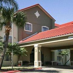 Отель Comfort Inn Kingsville Кингсвилль парковка