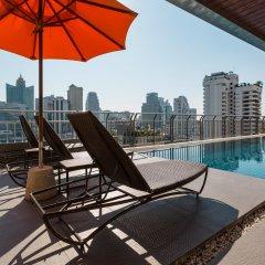 Отель Adelphi Suites Bangkok бассейн