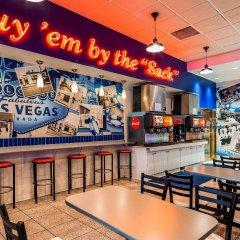 Отель Best Western Plus Casino Royale США, Лас-Вегас - отзывы, цены и фото номеров - забронировать отель Best Western Plus Casino Royale онлайн гостиничный бар