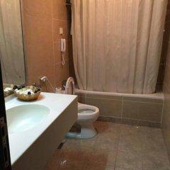 Отель Sandras Inn ванная