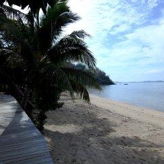 Отель Funky Fish Beach & Surf Resort Фиджи, Остров Малоло - отзывы, цены и фото номеров - забронировать отель Funky Fish Beach & Surf Resort онлайн пляж