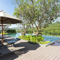 Отель Ramada Plaza by Wyndham Chao Fah Phuket бассейн