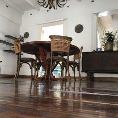 Отель Small House Boutique Guest House Шри-Ланка, Галле - отзывы, цены и фото номеров - забронировать отель Small House Boutique Guest House онлайн интерьер отеля