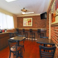 Отель Best Western Auburn/Opelika Inn США, Опелика - отзывы, цены и фото номеров - забронировать отель Best Western Auburn/Opelika Inn онлайн гостиничный бар