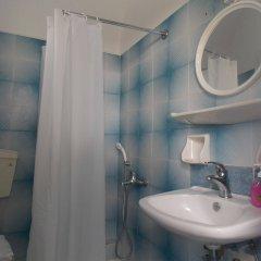 Отель Sunrise Studios Perissa Греция, Остров Санторини - 8 отзывов об отеле, цены и фото номеров - забронировать отель Sunrise Studios Perissa онлайн ванная