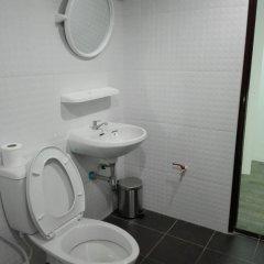 Отель Relax Lodge Бангкок ванная