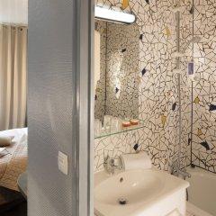 Отель BEAUMARCHAIS Париж ванная