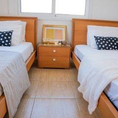 Отель Konnos Beach Villa No 5 комната для гостей
