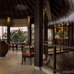 Отель Coco Bodu Hithi Мальдивы, Остров Гасфинолу - отзывы, цены и фото номеров - забронировать отель Coco Bodu Hithi онлайн гостиничный бар
