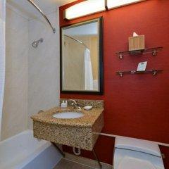Отель Courtyard New York LaGuardia Airport США, Нью-Йорк - отзывы, цены и фото номеров - забронировать отель Courtyard New York LaGuardia Airport онлайн ванная
