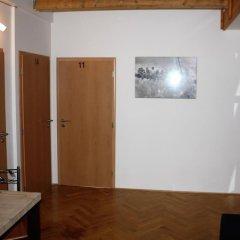 Hostel Hello Прага сейф в номере
