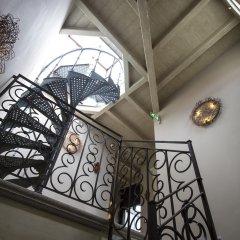Отель Santa Marta Suites Милан сейф в номере