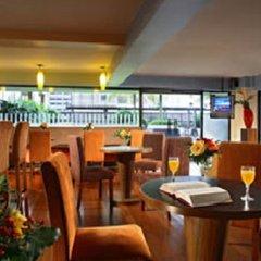 Отель Somerset Grand Cairnhill Сингапур, Сингапур - отзывы, цены и фото номеров - забронировать отель Somerset Grand Cairnhill онлайн гостиничный бар