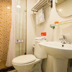Отель Home Inn Beijing Beihai Xi'an Gate Китай, Пекин - отзывы, цены и фото номеров - забронировать отель Home Inn Beijing Beihai Xi'an Gate онлайн ванная фото 2