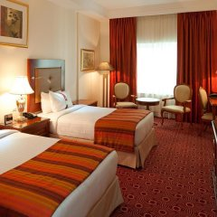 Отель Holiday Inn Bur Dubai Embassy District Дубай комната для гостей