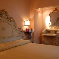 Отель Pensione Accademia - Villa Maravege Италия, Венеция - отзывы, цены и фото номеров - забронировать отель Pensione Accademia - Villa Maravege онлайн комната для гостей