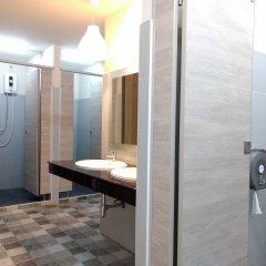 Отель Rama 9 Kamin Bird Hostel Таиланд, Бангкок - отзывы, цены и фото номеров - забронировать отель Rama 9 Kamin Bird Hostel онлайн ванная