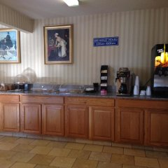 Отель Americas Best Value Inn Columbus West Колумбус питание