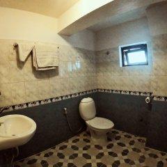 Отель Bodhi Inn & Suite Непал, Катманду - отзывы, цены и фото номеров - забронировать отель Bodhi Inn & Suite онлайн ванная