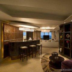 Отель Hilton Capital Grand Abu Dhabi ОАЭ, Абу-Даби - отзывы, цены и фото номеров - забронировать отель Hilton Capital Grand Abu Dhabi онлайн гостиничный бар