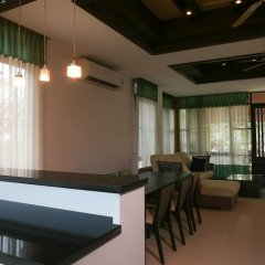 Отель 4 BR Private Villa in V49 Pattaya w/ Village Pool Таиланд, Паттайя - отзывы, цены и фото номеров - забронировать отель 4 BR Private Villa in V49 Pattaya w/ Village Pool онлайн интерьер отеля