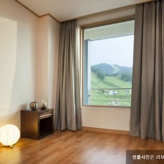 Отель Phoenix Pyeongchang Hotel Южная Корея, Пхёнчан - отзывы, цены и фото номеров - забронировать отель Phoenix Pyeongchang Hotel онлайн комната для гостей фото 5