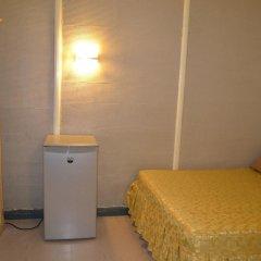 Отель Makati International Inns Филиппины, Макати - 1 отзыв об отеле, цены и фото номеров - забронировать отель Makati International Inns онлайн удобства в номере фото 2
