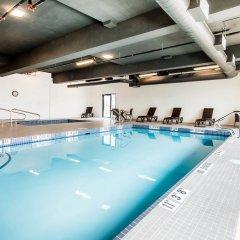Отель Comfort Inn & Suites бассейн