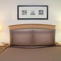 Отель Sunshine Suites at 417 сейф в номере