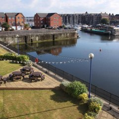 Отель Base Serviced Apartments - The Docks Великобритания, Ливерпуль - отзывы, цены и фото номеров - забронировать отель Base Serviced Apartments - The Docks онлайн приотельная территория фото 2