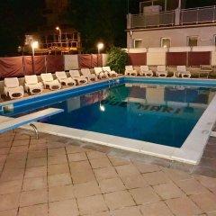 Отель Due Mari Римини бассейн фото 3
