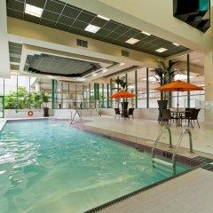 Отель Rosedale On Robson Suite Hotel Канада, Ванкувер - отзывы, цены и фото номеров - забронировать отель Rosedale On Robson Suite Hotel онлайн бассейн